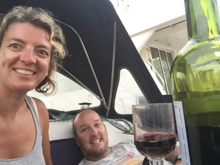 Glas wijn met twee personen